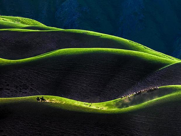 行摄天山-赛里木湖-琼库什台-人体山-喀拉峻-巴音布鲁克-吐鲁番-库木塔格沙漠-江布拉克九日游