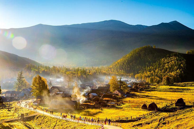 金秋山村宽屏风景图片