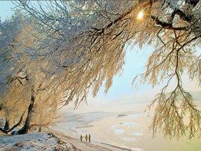 雪乡轻奢小团游-哈尔滨-亚布力滑雪-雪乡徒步-镜泊湖冬捕-雪地火锅-长白山-雪地温泉-雾凇岛7日