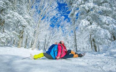 【雪乡经典大环线】哈尔滨-东升徒步穿越羊草山-雪乡-镜泊湖-长白山-吉林万科滑雪-雾凇岛7天6晚精华游